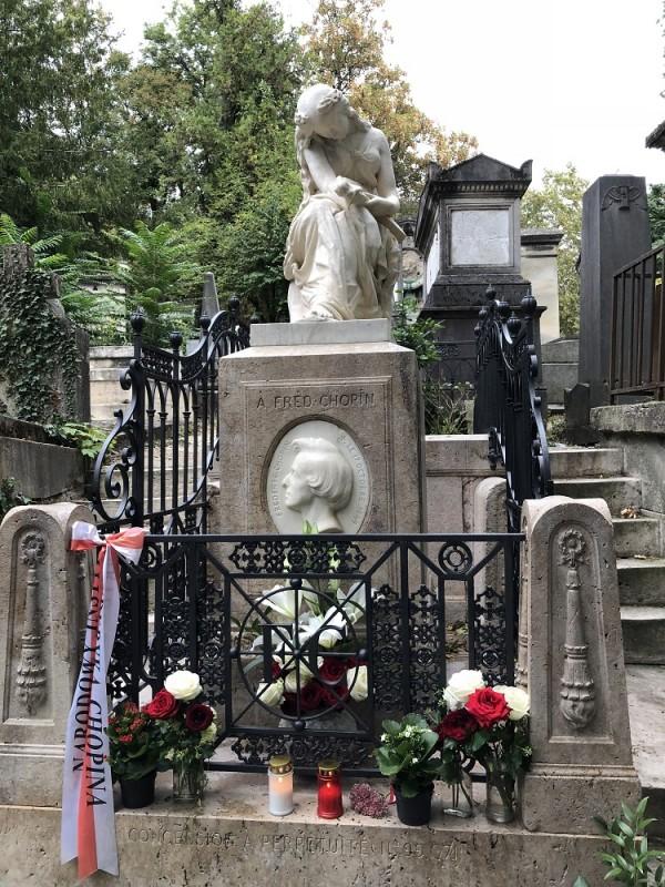 Grób Fryderyka Chopina nacmentarzu Père-Lachaise